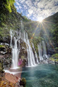 Cascade Grand Galet//La cascade de Grand Galet, ou cascade Langevin, est une chute d'eau de l'île de La Réunion, un département d'outre-mer français dans le sud-ouest de l'océan Indien. Wikipédia