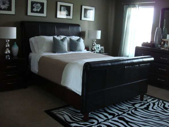 Mocha wall+leather bed+black and white photo framesBeds Black, Bedrooms Design, Masculine Bedrooms, Photos Frames, Paint Colors, Master Bedrooms, White Photos, Bedrooms Painting, Bedroom Designs