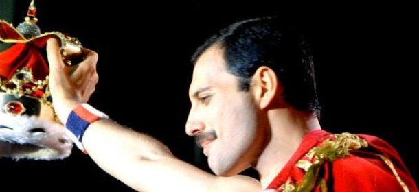Happy birthday Freddie Mercury: 10 artisti ispirati da lui. Da Cobain a Bowie, tra Mika e Lady Gaga
