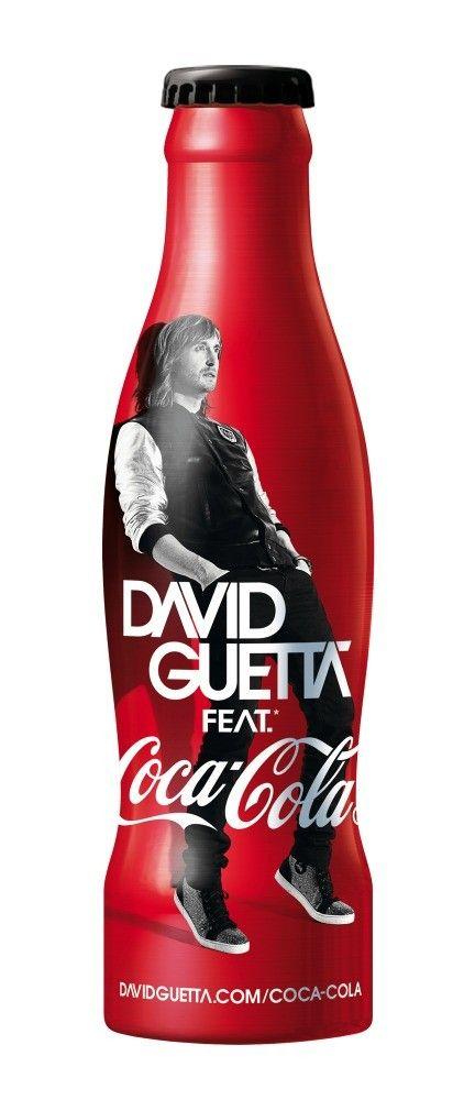 Après Justice, Mika, Daft Punk, Nathalie Rykiel et Karl L., c'est David Guetta qui prend la pose pour Coca-Cola. Le DJ planétaire continue la saga des happiness bottles. L'image sur la bouteille est la même que celle de son nouvel album... Une bouteille de Coca comme support de pub.