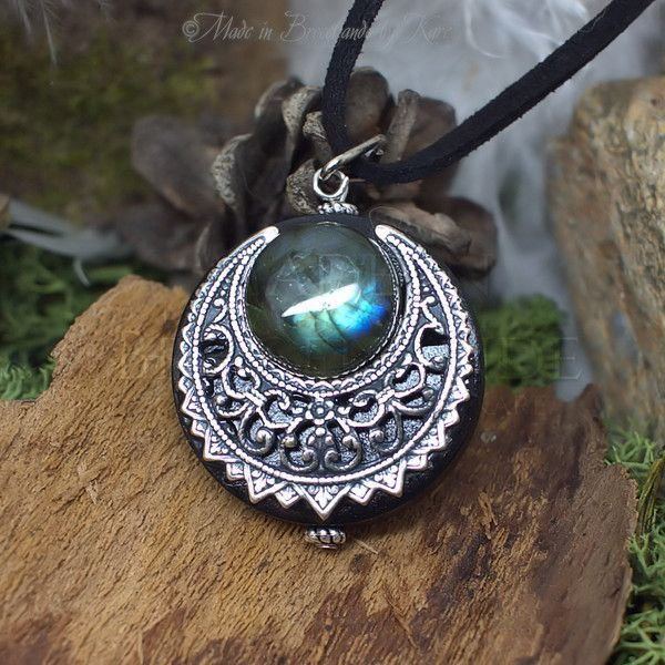 Amulette - Protection Amulet Necklace Labradorite Moon Wicca - ein Designerstück von WanderingSoul bei DaWanda