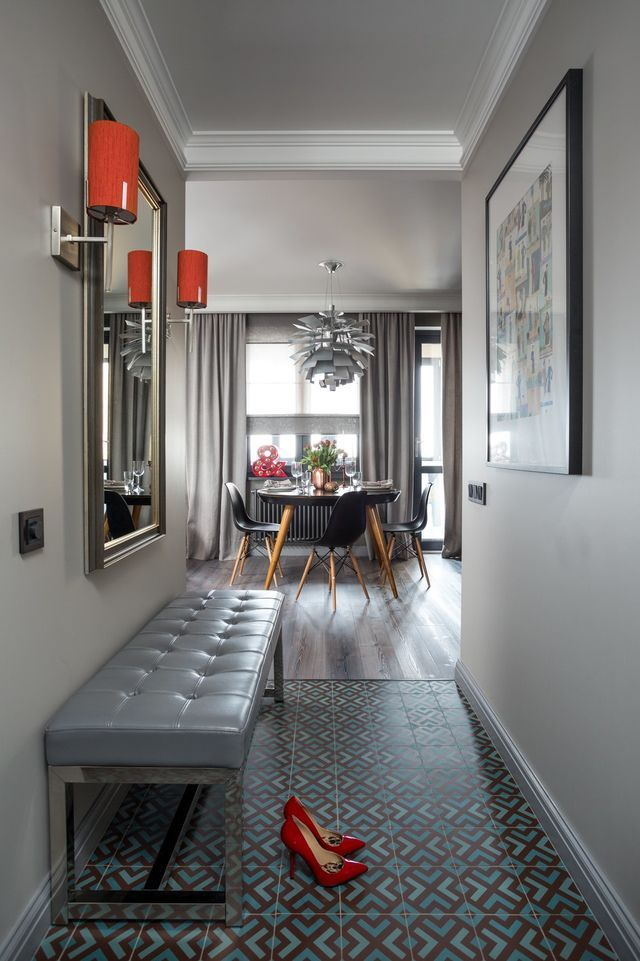 Необычные технические решения, стилистическое разнообразие и мебель на заказ в квартире молодой девушки