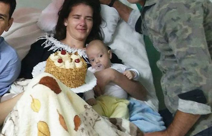 """Woman in Coma Since 2016 Gives Birth to a Cute Baby Boy Meets Son 4 Months Later   In a miraculous chain of events this 34-year-old Argentinian policewoman who's been in a comma since late 2016 due to a car accident gave birth to a baby boy!  She met her son fourth months later when she finally regained consciousness.   FACEBOOK/CESAR BANNAN  During the first part of 2017 """"she moved sometimes made signs of waking up"""" said her brother Cesar.  """"Last Thursday during Holy Week we were in her…"""