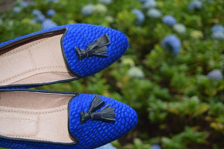 Pinterest Loafers en piel de becerro grabada Azul Rey. Encuentralos en www.atifora.com, en Instagram o nuestra fan page de facebook https://m.facebook.com/Atifora-1391246281199484/ . Info WhatsApp celular:313-8701030. Bogotá- Colombia #ballerines, #balerinas #Flats, #womanshoes, #moda, #Fashion, #zapatosmujer, #trendy, #zapatos, #shoes, #cuero, #leather, #glam, #chic, #comfortable, #balletflats, #zapatosdecolombia, #madeincolombia, #footwear, #pieldebecerro, #loafers, #pelodebecerro#r, #l