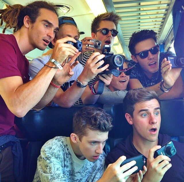 Louis Cole, Casper Lee, Marcus Butler, Alfie Deyes, Troye Sivan & Connor Franta. MY BOYS. / taken by Tyler Oakley.