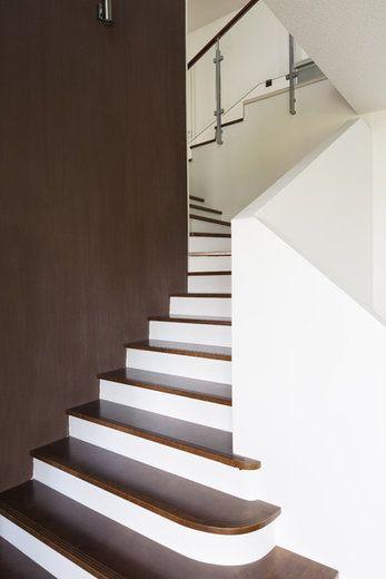 Ruskeaa kontrastia portaikkoon, lisää ideoita www.lammi-kivitalot.fi