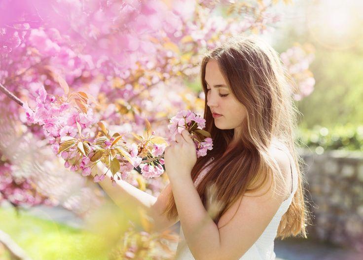 Floración de árboles Brown pelo Chicas Flores