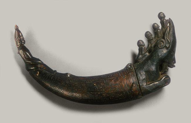 Container for Magical Substances (Naga Morsarang), 19th–early 20th century Toba Batak people, Sumatra, Indonesia Water buffalo horn, wood