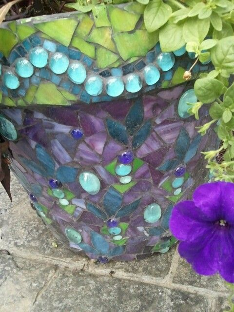 Cheryl's mosaic flower pot - amazing!