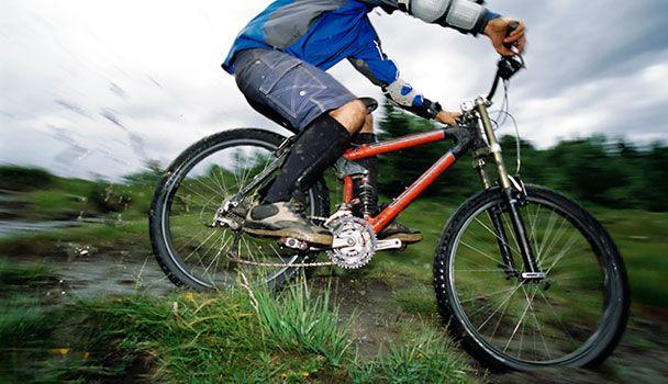 Situé en plein cœur de la ville, le parc du Mont-Bellevue offre de magnifiques pistes pour les amateurs de vélo de montagne. Nul besoin de quitter la ville pour pratiquer son sport de prédilection! Élancez-vous dans les pistes empruntées par les meilleurs jeunes cyclistes au pays lors des derniers Jeux du Canada.