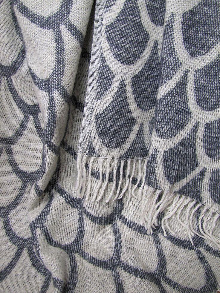 Wolldecke Wollplaid Decke 140x200cm Plaid Wohndecke 50% Wolle Grau-Weiß Marseille: Amazon.de: Küche & Haushalt