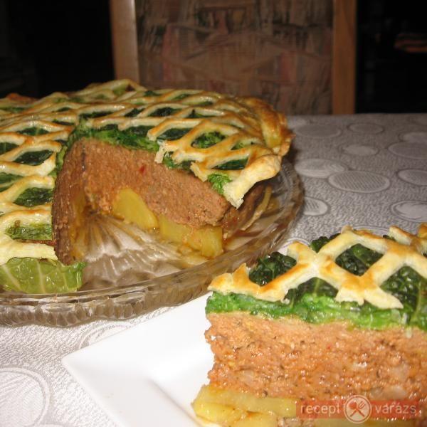 Kelkáposztával takart fasírozott torta  -  rács mögött