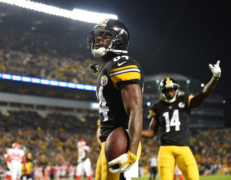 STEELERS 43  -  CHIEFS 14  -    Antonio Brown of the Pittsburgh Steelers celebrates after a four-yard touchdown reception in the first quarter during the game against the Kansas City Chiefs at Heinz Field on Oct. 2, 2016 in Pittsburgh.