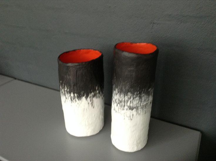 Galleri Dot » Sort/hvide og orange gipsvaser