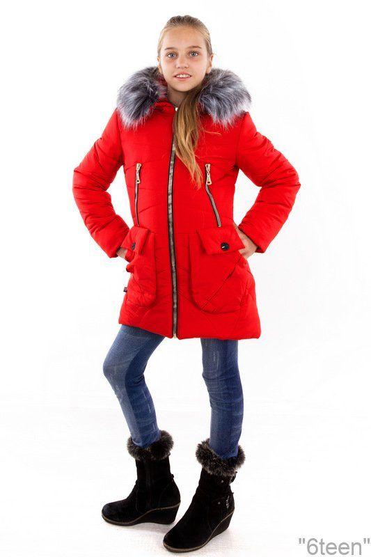 Зимнее пальто: АДЕЛЬ красный Рост девочки на фото 150 см. одет р 38. Зимнее подростковое пальто средней длины, выполнено из качественной, плотной плащевки kanada. Использована качественная фурнитура.   Силует приталенный.  Утеплитель силиконизированный. Подкладка усилена флисом.  Имеет четыре кармана.  Капюшон украшает опушка,( Эко мех чернобурка, можно отстегнуть). Капюшон вшит. Манжет довяз трикотаж.