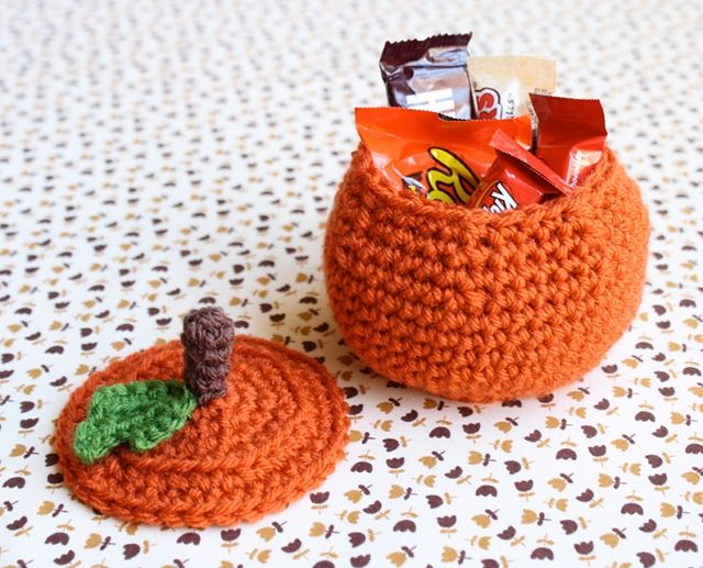 Love these cute pumpkin baskets!
