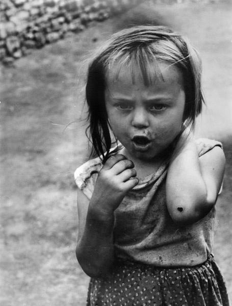 """Fot. Zofia Rydet, from the series """"Mały człowiek"""",  1961  Copyright Art NEW Media."""