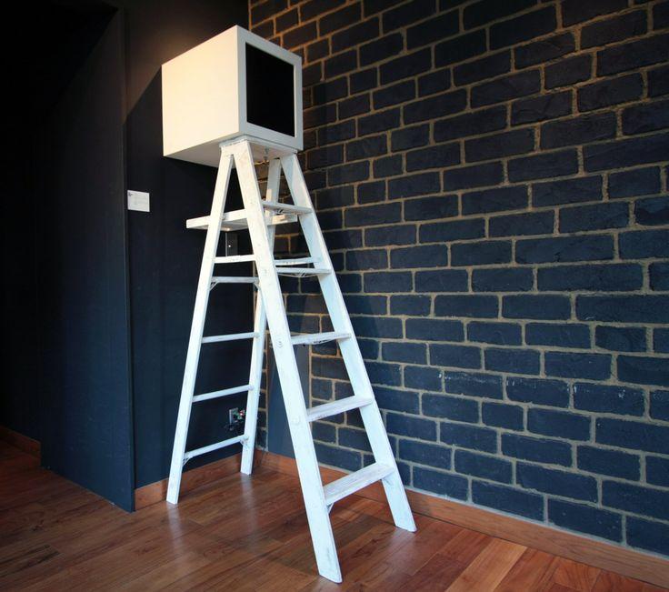 sound trip http://suoundtrip.tumblr.com #4 _Higher,further.  「高く、遠くへ」 ビルの上層階での展示。 あと2段くらい上ると、世界のいろいろな 場所の音が聴こえてくるところに行ける。 この装置自体、いろいろな旅をしている。 丸の内に始まり、恵比寿、渋谷、シンガポール、台北・高雄(台湾)、新潟(十日町)etc…