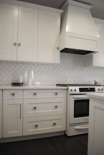 Best Herringbone White Tile Splashback With Grey Grout 400 x 300
