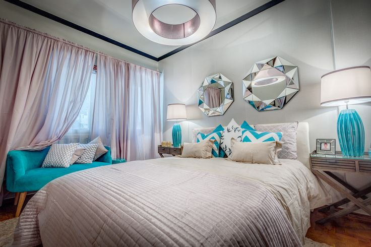Paulo Piteira | Quarto | Bedroom | Cama de Casal | Double Bed | Bedside tables | Cushions | Candeeiros | Table Lamps | Sofa | Beige and Blue Decor | Quilt | Wall Mirror | Home | Interior | Design