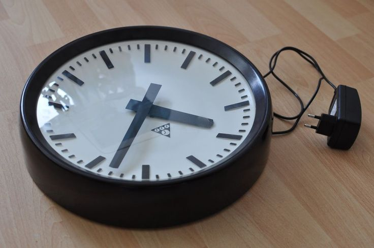 Vintage Pragotron Industrial Wall Clock Modified to 220V (without invasion into vintage mechanism)