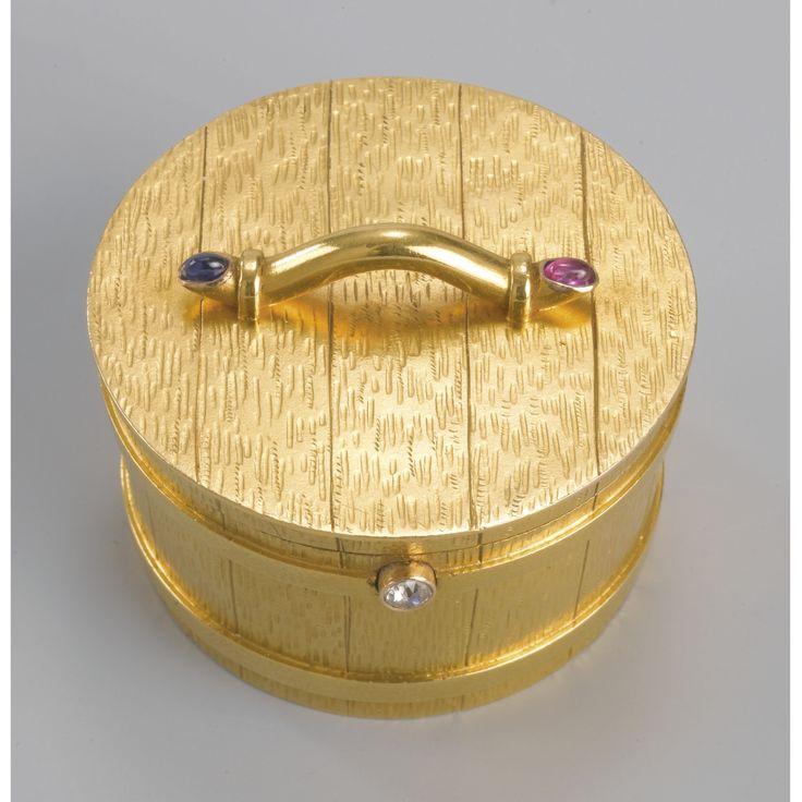 A 14 Krt.Tsjechoslowakian gold pill box, maker's mark AV, Prague, circa 1900 | Lot | Sotheby's