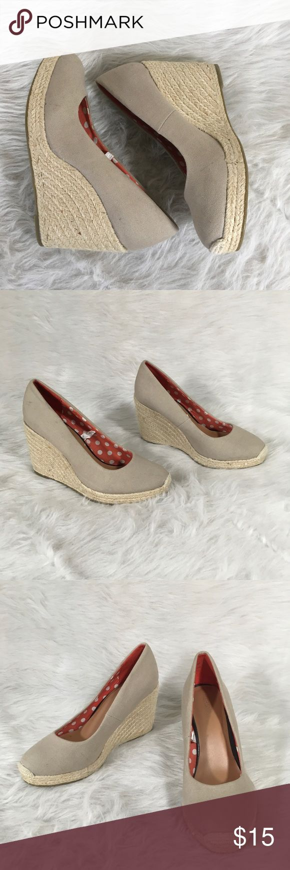 """Women's Merona Beige Espadrille Wedges Size 8.5 Women's Merona Beige Espadrille Wedges Canvas Closed Toe Heels Size 8.5 Casual  Size- 8.5  Condition-Gently worn, minimal signs of wear.  Heel is 3.75"""" high and has gold tinsel throughout the wedge. Merona Shoes Wedges"""