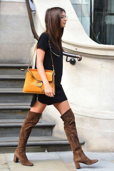 Essentiel mode automne 2015: Les cuissardes. Comment les porter? Avec une mini robe, comme la top américaine Emily Ratajkowski. Où les trouver? Cuissardes en cuir de vache, Zara, 89,95 euros.