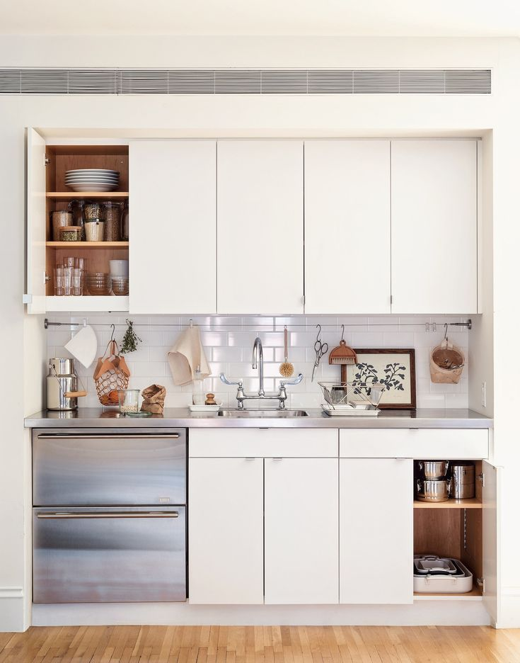 5 Space Saving Ideas To Steal From A Brooklyn Kitchenette Ikea Hack Included In 2020 Brooklyn Kitchen Kitchen Bar Design Kitchenette