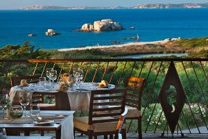 Vanity Fair looks at the Delphina restaurants, cuisine in Sardinia - A special guest in the kitchens of Delphina's restaurants: a triumph of tastes and all the secrets of our chefs in the typical dishes of the North of Sardinia!