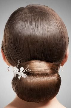 This simple and delicate hair accessory is the perfect touch to add to the holiday season.