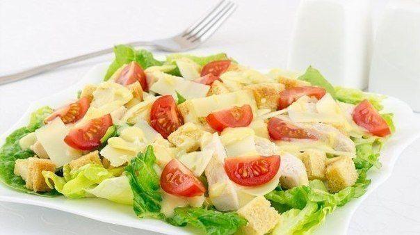 """Еще больше рецептов здесь https://plus.google.com/116534260894270112373/posts  Салат """"Цезарь"""" с курицей  Сытный, красивый и вкусный салат.  Ингредиенты: 200 г куриного филе 100 г помидоров черри (или 1 обычный помидор) 50 г пармезана пучок салата (желательно сорта ромэн) половина белого батона 1 зубчик чеснока оливковое масло соль перец Заправка: 2 желтка 100 мл оливкового масла 3 ст.л. лимонного сока 1-2 зубчика чеснока 1-2 ч.л. горчицы соль  Вкусный салат из хрустящих салатных листьев…"""