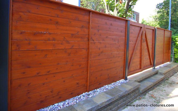Une clôture en cèdre avec poteaux d'aluminium que nous avons construit pour M. Boisclair à Montréal dans l'arrondissement Ahuntsic-Cartierville. Pour augmenter la résistance des poteaux d'aluminium, nous ajoutons également du béton et des tiges d'acier à l'intérieur des poteaux.