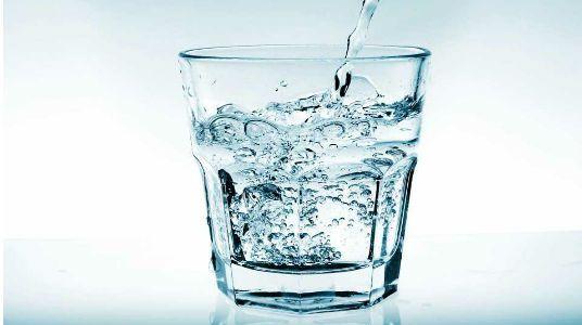 Esto Sucede Cuando Tomas un Vaso con Agua con el Estomago Vacío Todas las…