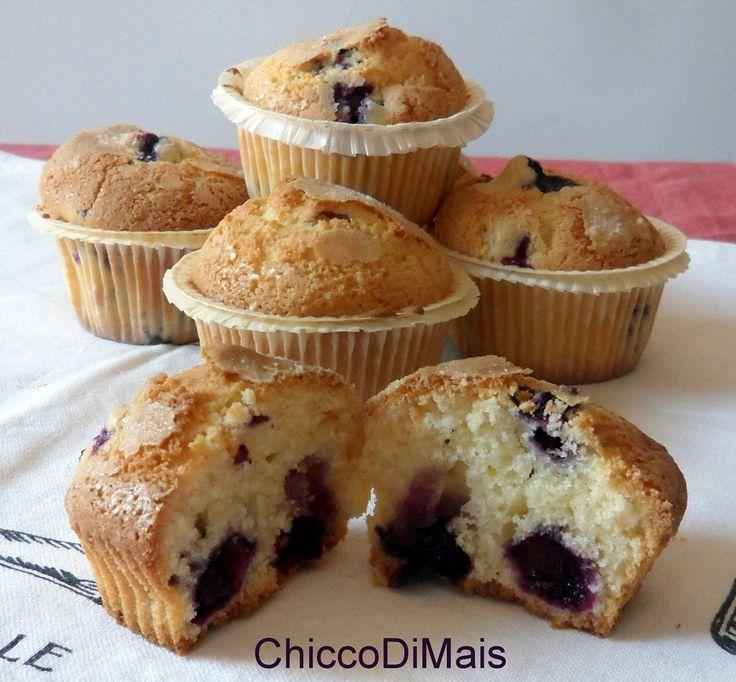 Muffin ai mirtilli ricetta americana il chicco di mais http://blog.giallozafferano.it/ilchiccodimais/muffin-ai-mirtilli-ricetta-americana/