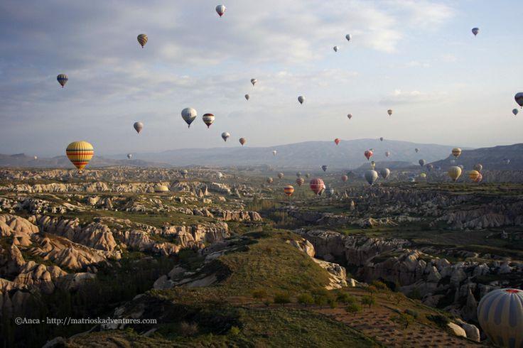 volare in mongolfiera Cappadocia http://matrioskadventures.com/2014/05/14/fiabesca-cappadocia-turchia-cosa-vedere-e-cosa-fare/