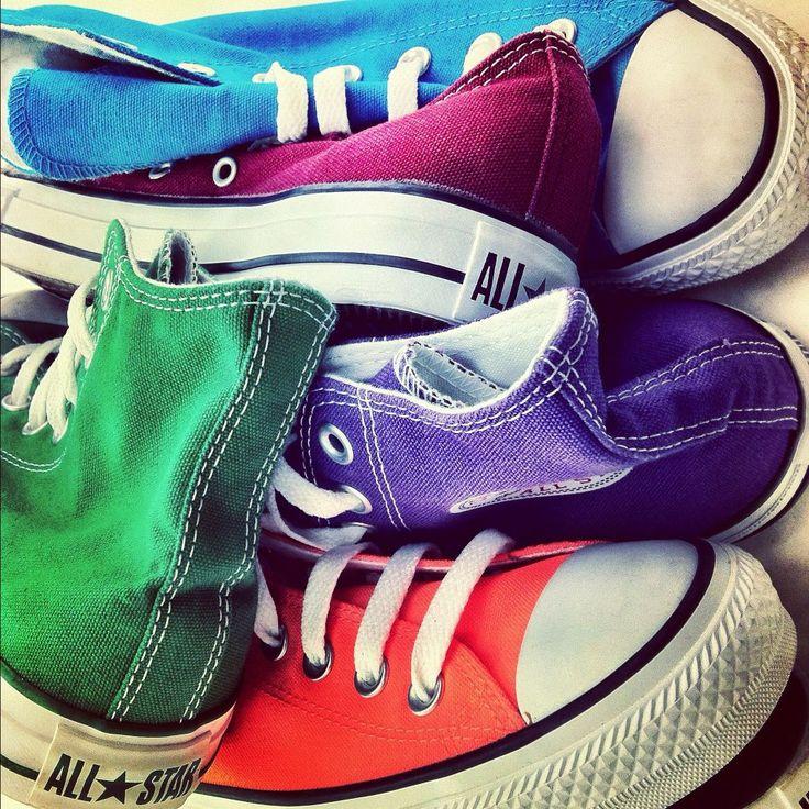 Licht blauw, groen, donker blauw, oranje en bordeau rood