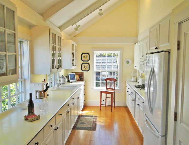1000 images about cape cod kitchens on pinterest for Nantucket style kitchen