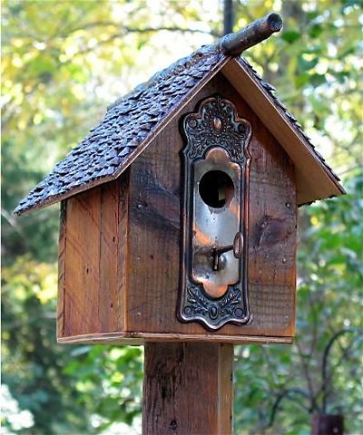 Birdhouse made by recycled antique material. It has a keyhole from a Sasa~tsu panel of keyhole part of the door.