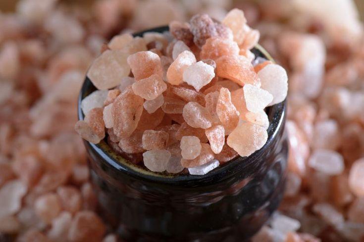 Misturinha de sal rosa com pepino para pessoas de pele mista: dermatologista ensina - Vix