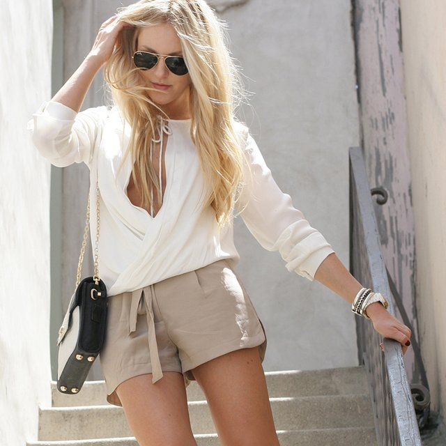 Love this whole look.: High Wedges, Refin Style, Women Shorts, Casual Shorts, Tans Shorts, Colors Palettes, Summer Outfits, White Blouses, Sky High