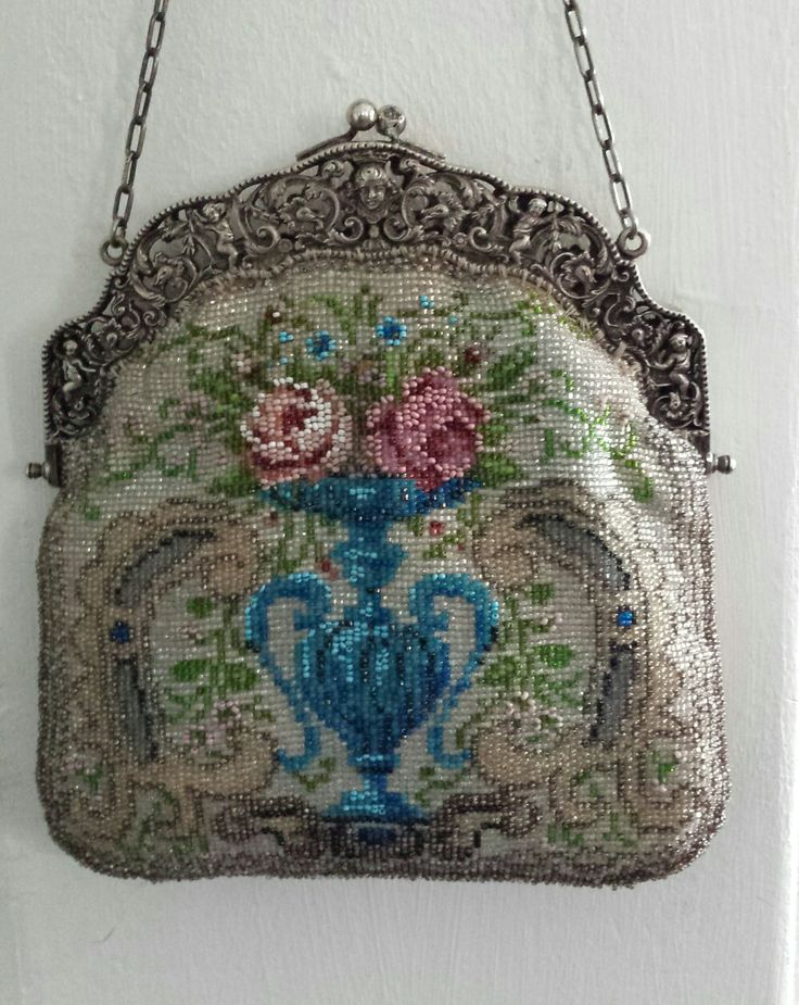 Bead weaving purse with silver frame.  Collection Tineke Nieuwenhuijse - Taal