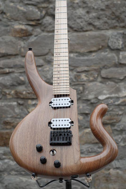 cervelle canadian handmade custom electric guitars and basses guitars case cervelle. Black Bedroom Furniture Sets. Home Design Ideas