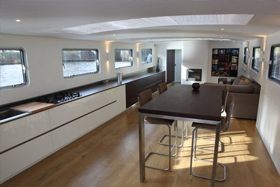 Modern interieur woonschip architect amsterdam living for Interieur stage amsterdam