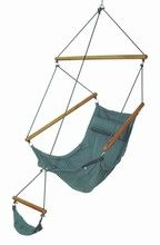 Hanging hammock chair/swing!  Get ready to float into spring and summer days with a cozy hammock or hammock chair/swing! #outdoorhammocks