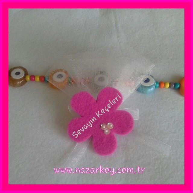 Keçeden pembe çiçek:) Bebek ve nikah şekeri:)