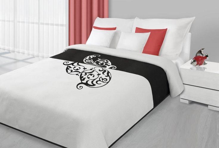 Bílo černý přehoz na postel s abstraktním vzorem