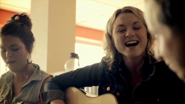 Les soeurs Boulay by La Semelle Verte. Petit vidéo des soeurs Boulay enregistré en Gaspésie été 2011.