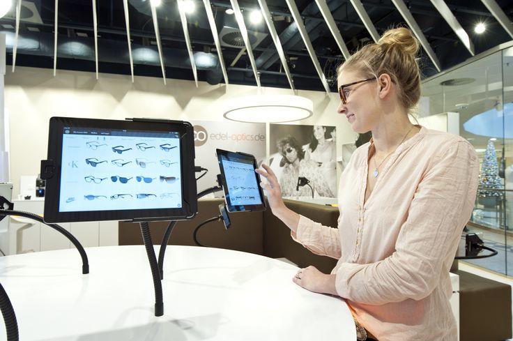Im Edel-Optics Flagship-Store können Kunden an iPad-Terminal ihre Brille aus 10.000 Markenbrillen aussuchen. Das angrenzende Lager wird sowohl für den Shop als auch für den Onlineshop genutzt. So profitieren Shopkunden von dem riesigen Angebot und den günstigen Internetpreisen bei voller fachlicher Beratung. Der Edel-Optics Flagship-Store ist in #hamburg (Im AEZ Heegbarg 31, 22391 Hamburg im Obergeschoss) #edeloptics #brille #sonnenbrille #ipad #shopping #innovation #technologie