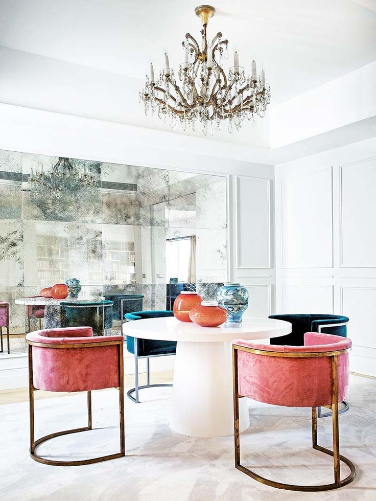 Glamorous dining room with pink velvet dining chairs and mirrored wall on Thou Swell @thouswellblog
